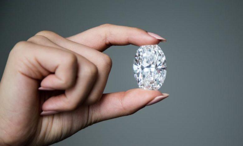 حراج الماس ۱۰۲ قیراطی نادر جهان در هنگ کنگ که تا ۳۳ میلیون دلار قیمت دارد + عکس