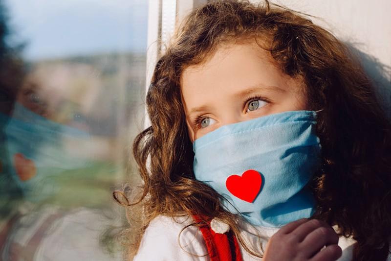 7 توصیه کلیدی برای کنار آمدن کودکان با اندوه از دست دادن اشخاص در دوران کرونا