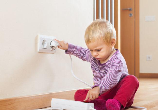 چگونه خانه را برای کودکان ایمن کنیم؟