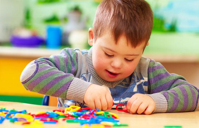 چه اسباببازیهایی برای کودکان معلول مناسب است؟