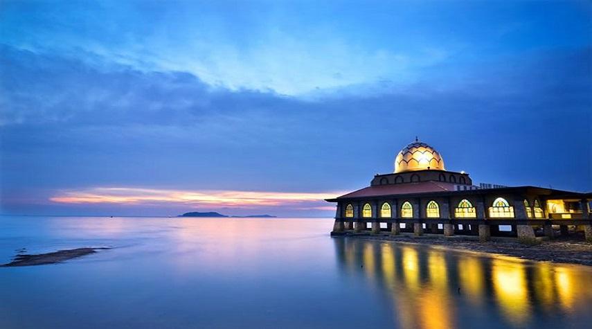 مسجد الحسین مالزی ، مسجدی به روی آب