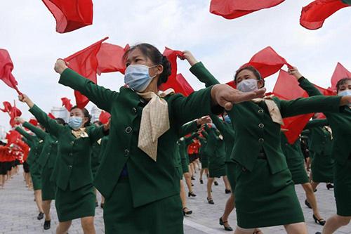 رژه نظامی با ماسک در کره شمالی + عکس