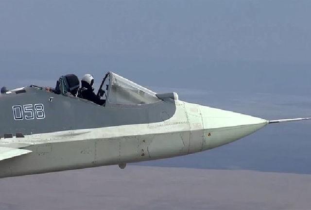 تصویر باورنکردنی پرواز شجاعانه خلبان جنگنده رادارگریز با کابین باز