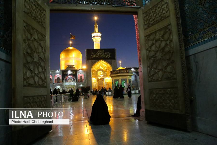 حال و هوای زائران در شب شهادت امام رئوف + عکس