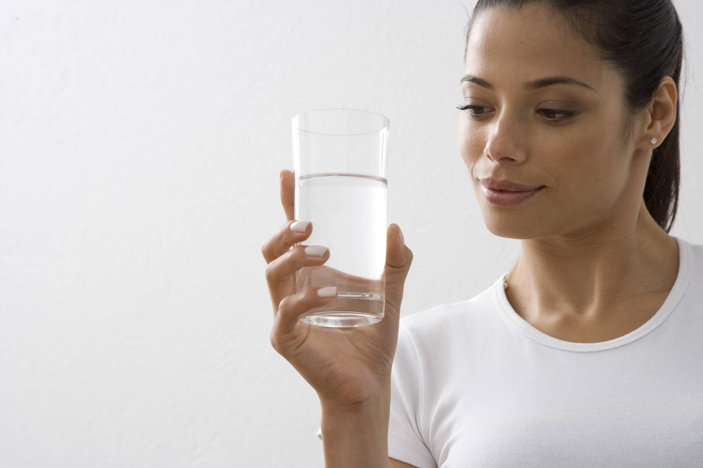آب چاق میکند یا لاغر؟