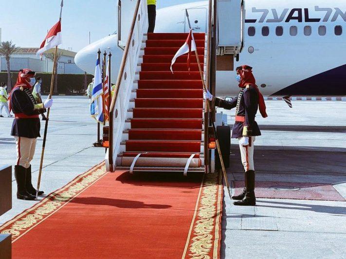 تصویر هواپیمای حامل مقامات اسرائیلی و آمریکایی که وارد بحرین شد