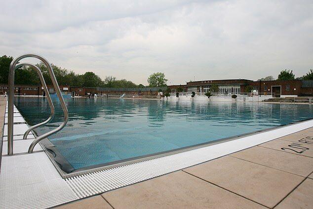 شنا کردن در آب سرد شما را از ابتلا به این بیماری نجات می دهد