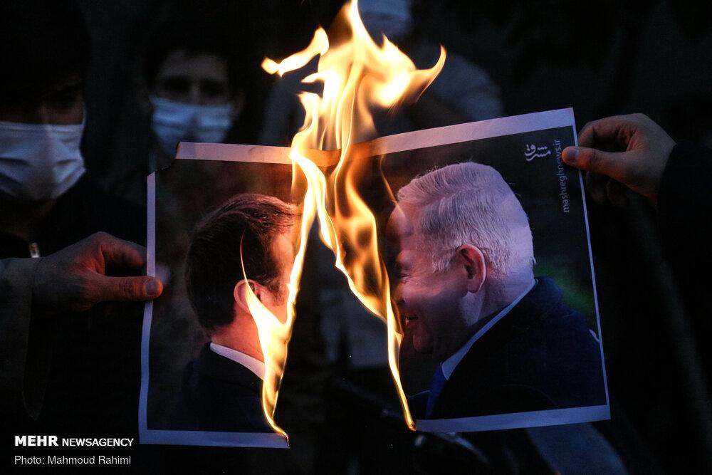 آتش زدن تصویر ماکرون مقابل سفارت فرانسه در تهران + عکس