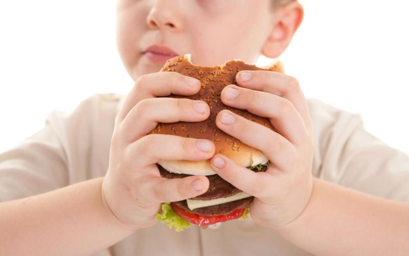 اضافه وزن کودکان را جدی بگیرید