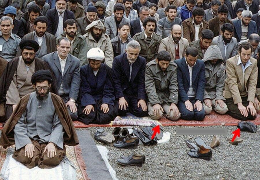میلیاردر ایتالیایی در کنار سردار قاآنی در صف نماز جمعه + عکس