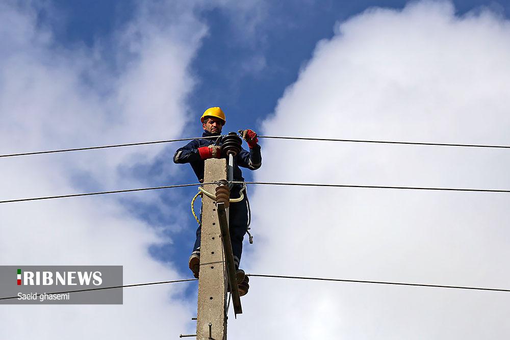 طرح جهادی افزایش پایداری شبکه برق در تبریز + عکس