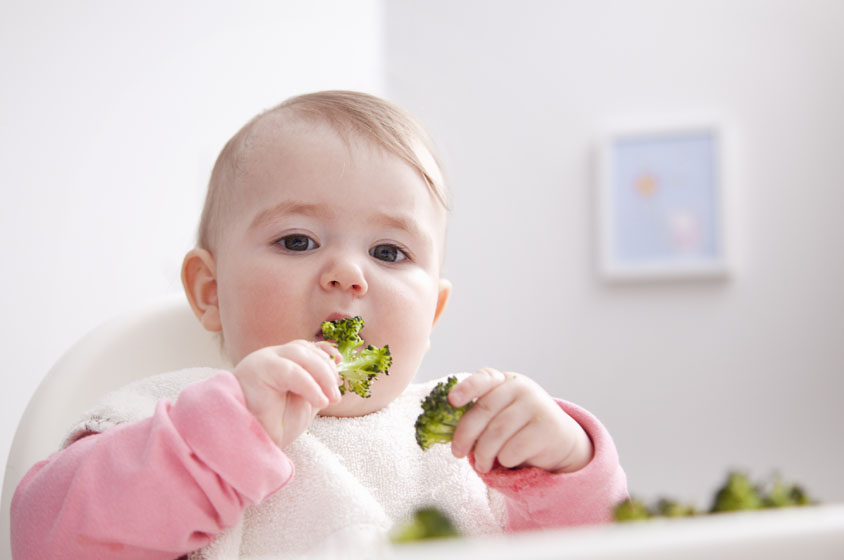 چگونه تغذیه تکمیلی کودکان را آغاز کنیم؟