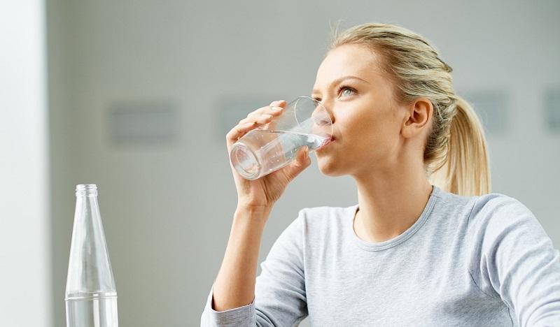 اگر میخواهید بیمار نشوید با این شرایط آب بنوشید