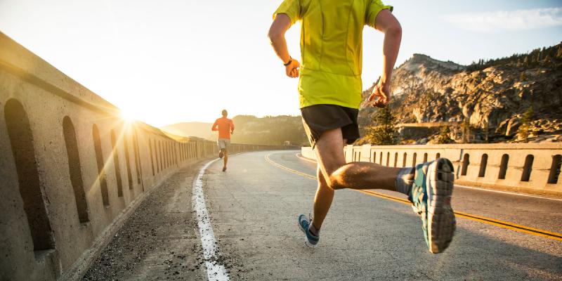 پیادهروی در برابر دویدن؛ از فواید تا خطرات