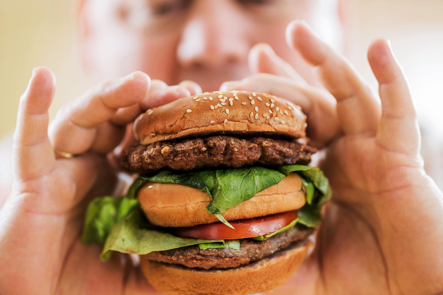 ترفندی ساده برای خلاص شدن از ولع شدید به مصرف فست فود