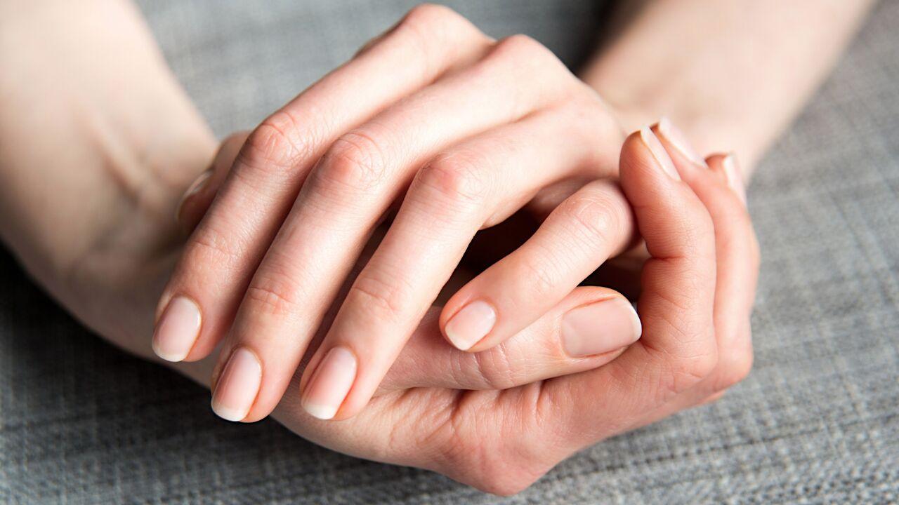 ۱۰ دلیل بروز ضعف در دست