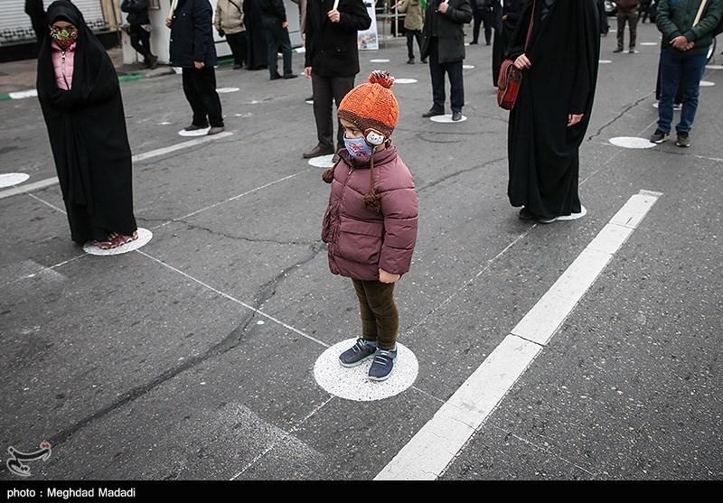 رعایت فاصله عزاداران فاطمی در میدان هفت تیر + عکس