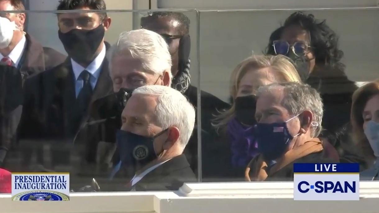 چرت زدن بیل کلینتون در مراسم تحلیف + عکس