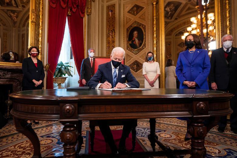 جو بایدن رئیس جمهور جدید آمریکا + عکس