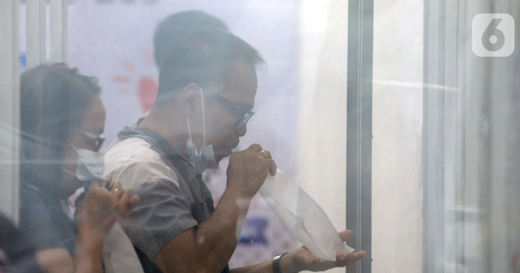تست کرونا مسافران قطار در اندونزی + عکس