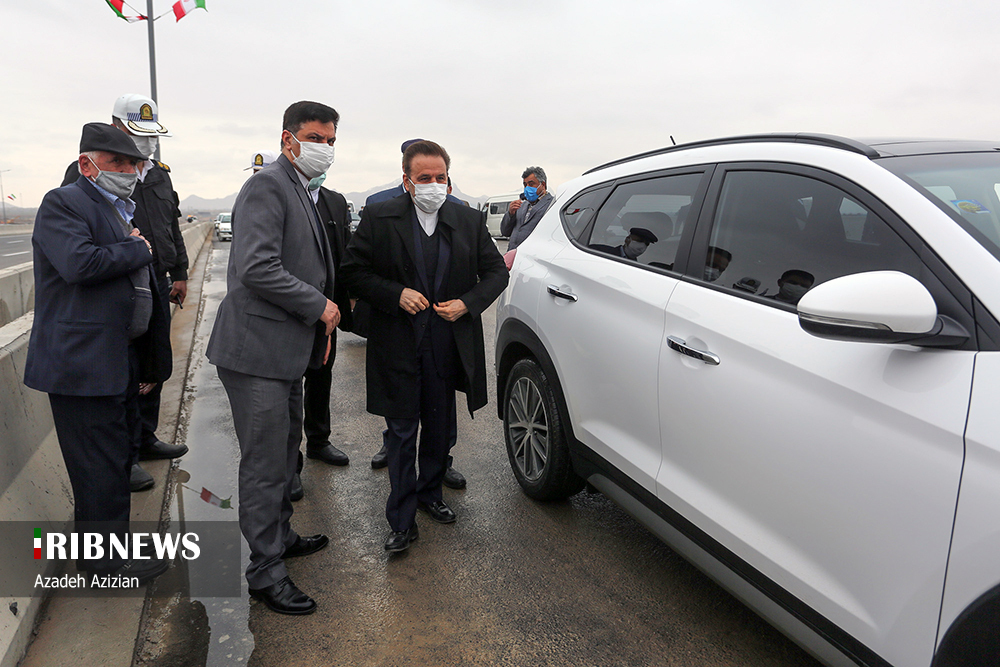 خودروی شاسی بلند رئیس دفتر رئیس جمهور در اصفهان + عکس