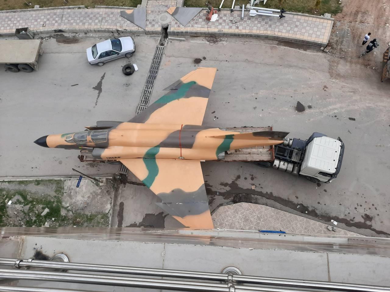 حمل جنگنده F-4 در خیابان های ایران! + عکس