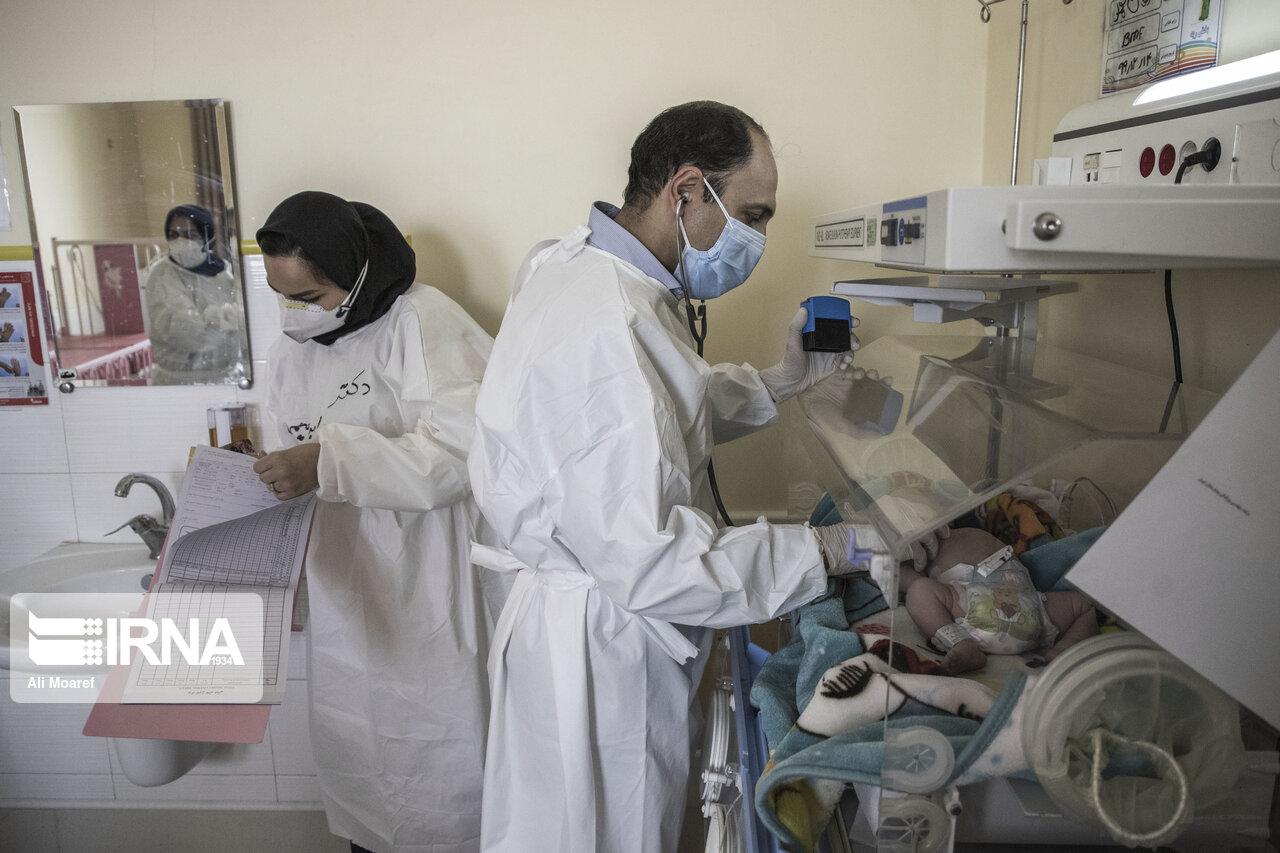تصاویری دردناک از نوزاد مبتلا به کرونا روی تخت بیمارستان + عکس