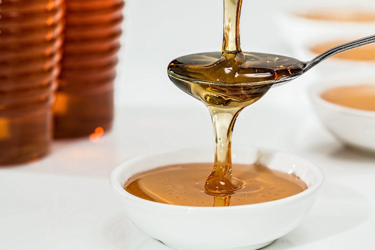 به این دلایل قبل از خواب عسل بخورید