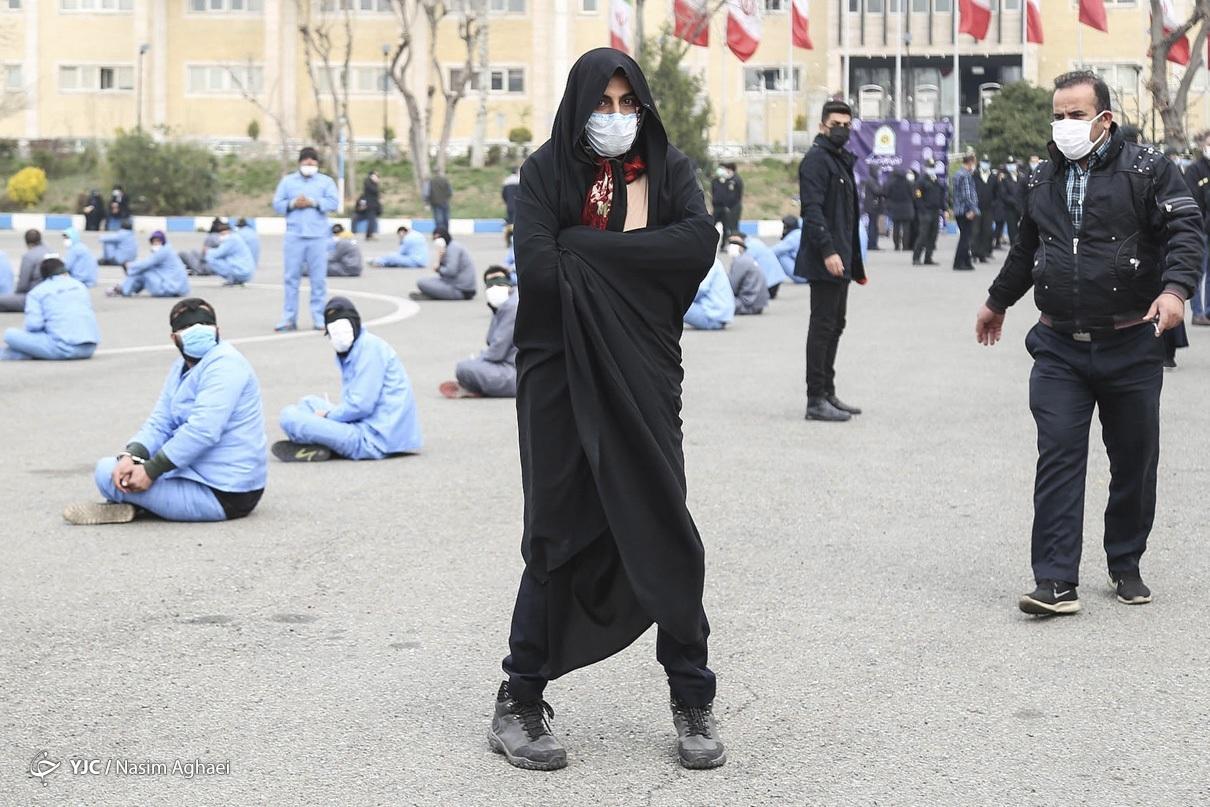 دستگیری یکی از اوباش با پوشش زنانه + عکس