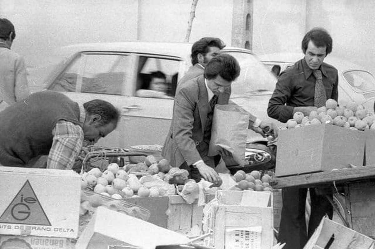 خرید میوه عید در تهران سال ۵۴ +عکس
