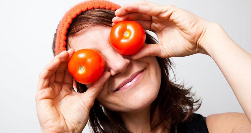با گوجه فرنگی پوستتان را جوان کنید