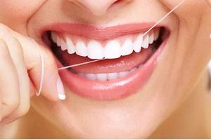 قبل یا بعد مسواک زدن نخ دندان بکشیم؟