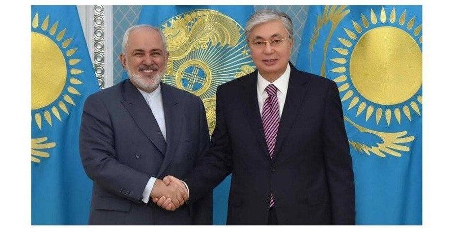 اتفاقی نادر در دیدار ظریف با رئیس جمهور قزاقستان! + عکس