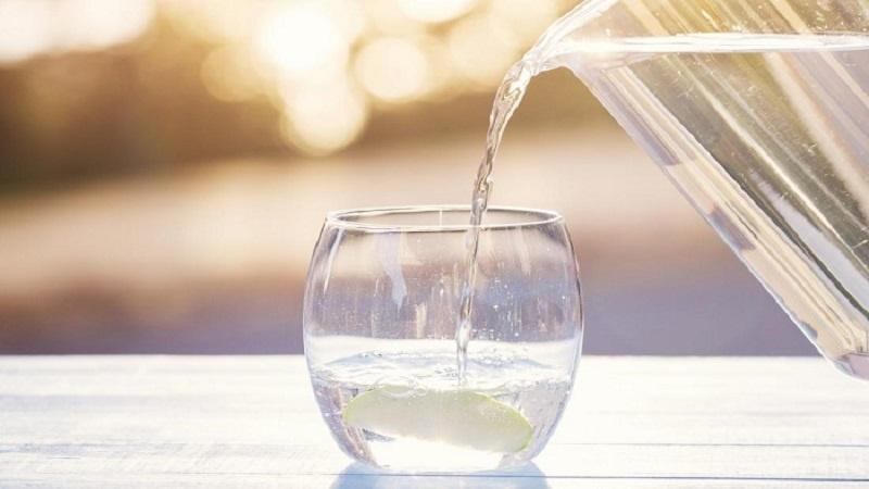 برای درمان کرونا روزانه دو لیتر آب بنوشید