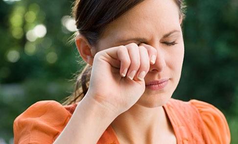 ۴ دلیل اصلی قرمزی چشم+ درمان هر یک از آن ها