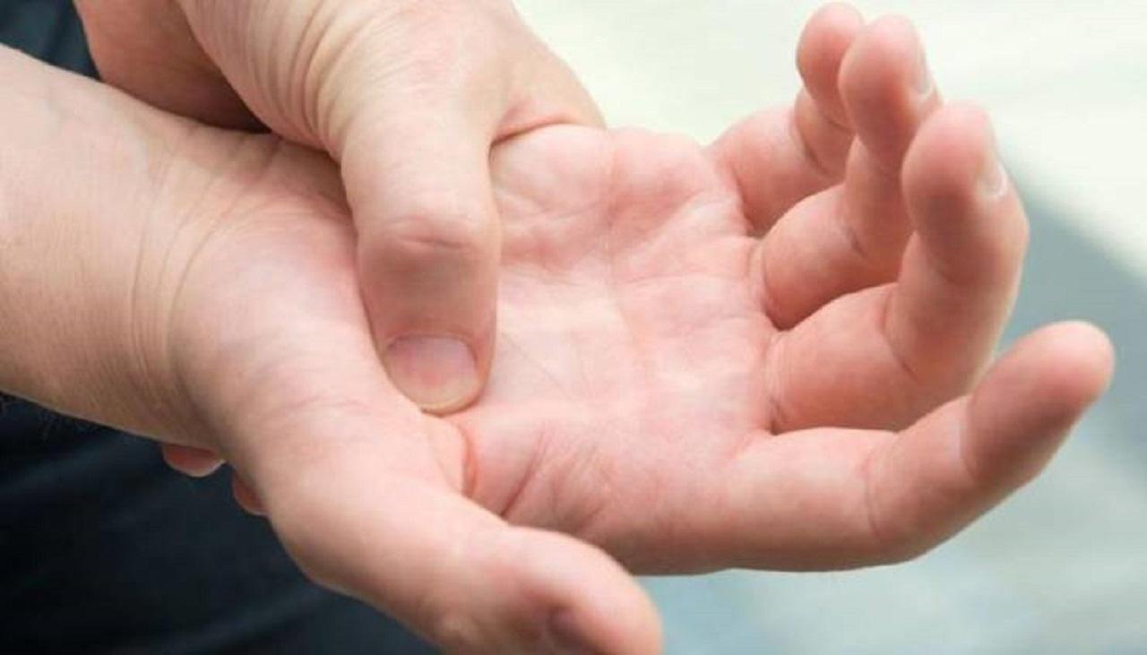 اگر دست و پایتان سوزن سوزن می شود به این بیماری ها مبتلا هستید+روش  های خانگی درمان آن
