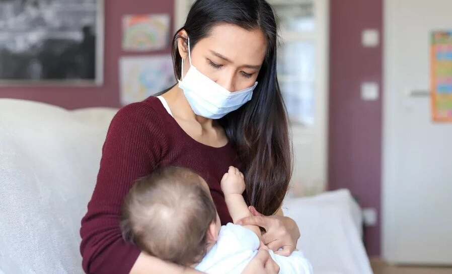 خطر احتمال انتقال کووید ۱۹ از مادر به نوزاد کم است