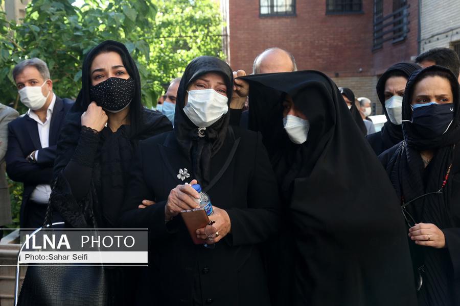 سوگواری همسر اکبر ترکان در مراسم تشییع + عکس