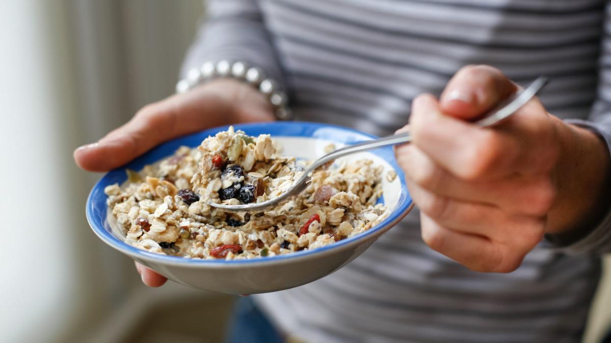 بدترین عادتهای غذایی در خانمها