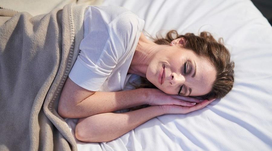 اگر بدون بالش بخوابیم چه اتفاقی برای پوست مان می افتد؟
