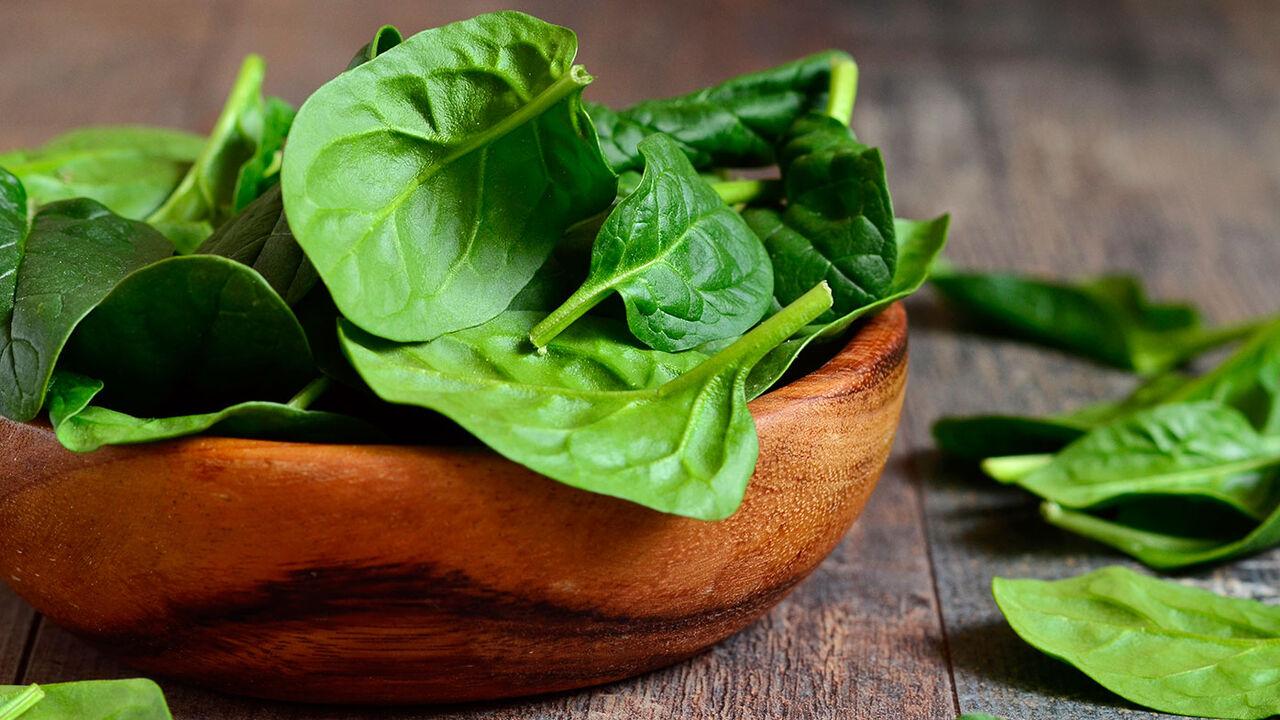 مصرف این سبزی از لخته شدن خون جلوگیری می کند+ ارزش غذایی اسفناج