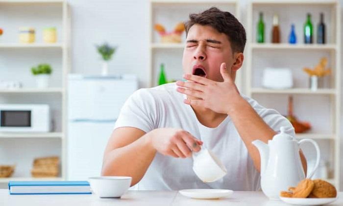 نشانه هایی که می گوید بدنتان دچار کم آبی است!