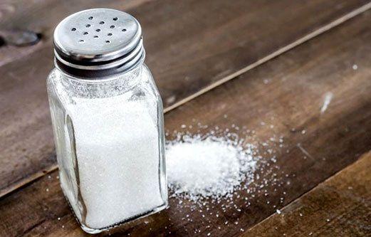 نمک را به طور کامل ازغذاتون حذف نکنید