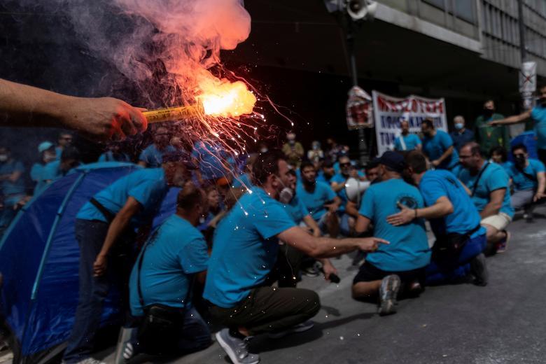 اعتصاب 24 ساعته کارگران یونانی در آتن + عکس