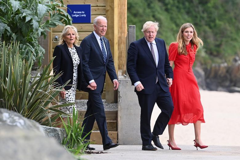 بوریس جانسون نخست وزیر انگلیس با همسر 33 ساله اش + عکس