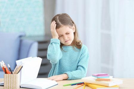 8  نشانه کودک مضطرب