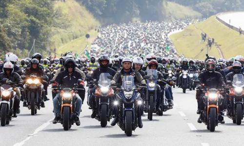 تور موتوری رییس جمهور برزیل بدون رعایت پروتکل های کرونایی + عکس