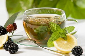 گرمازدگی را با این ۱۰ نوشیدنی گیاهی درمان کنید