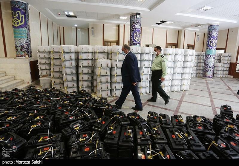 ارسال بسته های مهر و موم شده تعرفه انتخابات به اصفهان + عکس