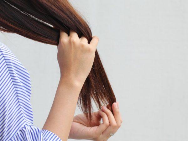 عادت هایی که نتیجه آن خشکی موی سر است